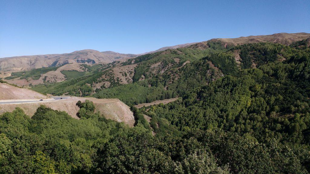 L'autre côté de la montagne est bien plus vert